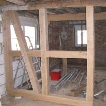 neuer Raumteiler im Erdgeschoss mit neuen Eichenbalken