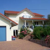 Neubau mit Veranda und Gaube