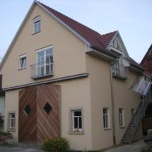 Wohnhaus mit Werkstatt und Scheunentor